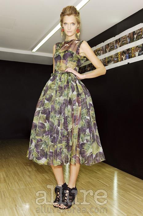 돌체앤가바나 컬렉션은 달콤하고 감미로운 50년대 이탤리언 뷰티를 세련되게 풀어냈다.
