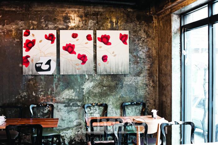 홈메이드 한식 브런치 카페인 망고탱고의 아름다운 실내.
