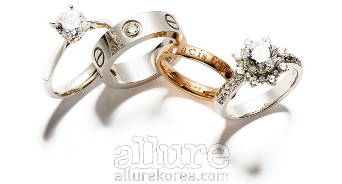(왼쪽부터) 1캐럿 다이아몬드 장식의 18K 화이트골드 반지는 가격미정, 골든듀. 0.03캐럿 다이아몬드 장식의 18K 화이트골드 반지는 2백50만원대, 까르띠에 (Cartier). 0.01캐럿 다이아몬드 장식의 18K 핑크골드 반지는 1백70만원대, 드비어스 (De Beers). 0.5캐럿 다이아몬드 장식의 14K 화이트골드 반지는 5백만원대, 스타일러스(Stylus).