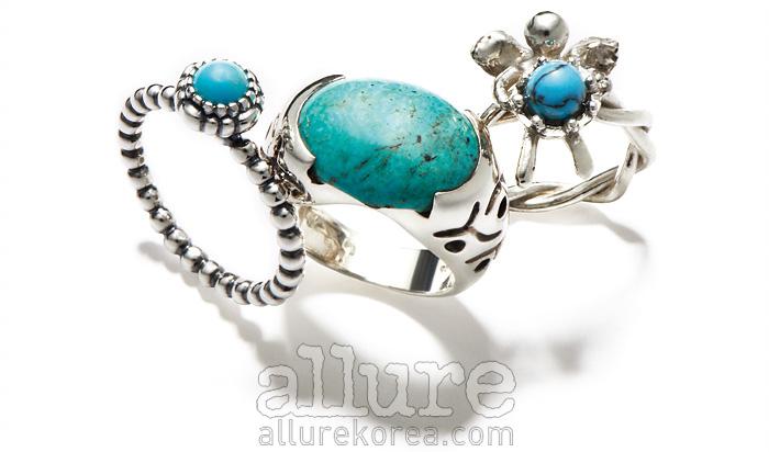 (왼쪽부터) 터키석 장식의 반지는 9만8천원, 판도라(Pandora). 터키석 장식의 실버 반지는 12만원대, 라리마. 터키석 장식의 반지는 4만원대, 헬딘.