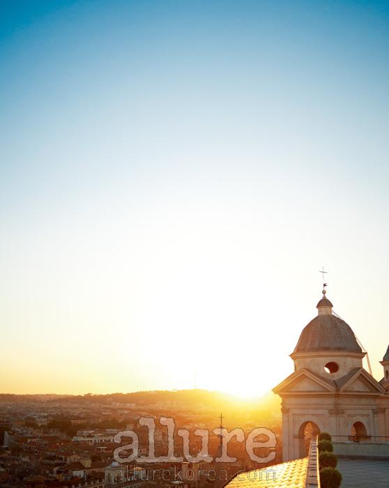 하슬러 호텔의 테라스에 서면 르네상스 후기에 지어진 교회인트리니타 데이 몬티가 한눈에 들어온다.