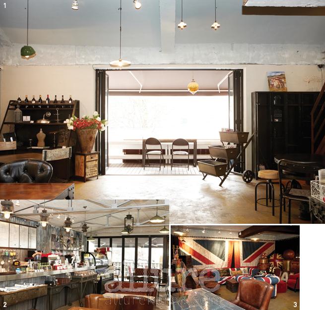 1 호메오의 2층에는 철제가구와 조명이 다양하게 전시되어 있다.2 푹신한 가죽 소파가 마련된 1층의 공간. 3 런던의 어느 카페에 앉아있는 듯한 착각을 불러일으키는 빈티지 가구 전시 공간.