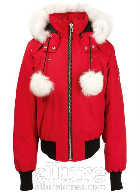 나일론 소재와 면소재의 빨간색 데비 봄버 재킷은 1백18만원, 무스너클(Moose Knuckles).