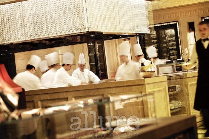 미슐랭 3 스타를 받은 포시즌스 홍콩의 프렌치 레스토랑 카프리스