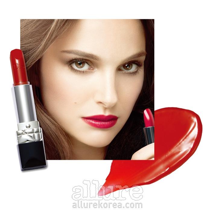 디올의 루즈 디올 999. 립스틱을 직접 입술에 대고 바르면 미끄러지듯 부드럽게 발린다. 3.5g 4만원.