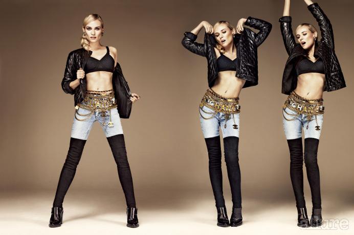 플레이텍스 소재 브라, 재킷, 레깅스, 벨트, 부츠는 모두 샤넬(Chanel). 팬츠는 아크네(Acne). 귀고리는 구센 파리(Goossens Paris).