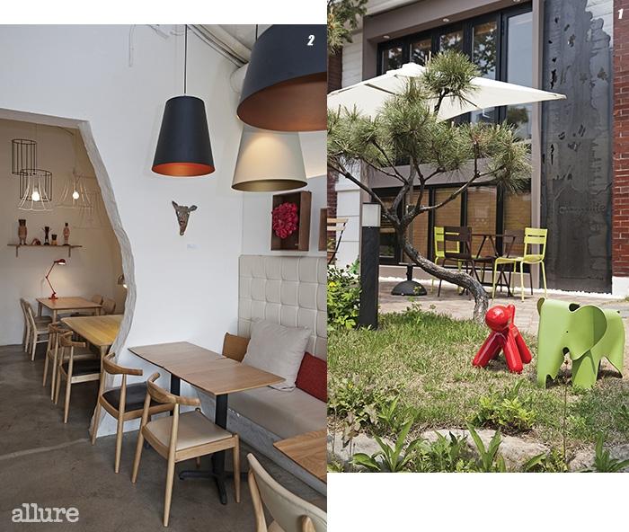 1 주택과 정원의 흔적이 자연스럽게 남아 있다. 2 최근 레스토랑으로 변모한 에반스빌의 2층 공간.