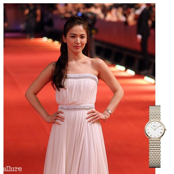 상하이 국제 영화제에 참석한 송혜교. 송혜교가 착용한 로즈 골드 소재의 시계는 쇼파드.
