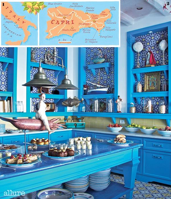 1 카프리 섬의 지도. 2 전형적인 카프리 스타일로 꾸며진 일 리키오 비치 클럽의 디저트 룸.