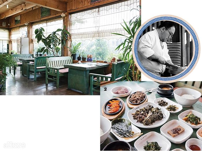 1 가게 이름과잘 어울리는 레스토랑내부. 2정성 들여 손질한산나물과 푸짐한 반찬이한상 가득 나오는산나물 정식.