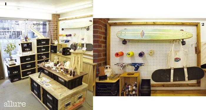 1 이천희와 그의동생이 직접 제작한가구가 하이브로우쇼룸 가득 놓였다.2 실용적이면서도매력적인 디자인을자랑하는 제품들.