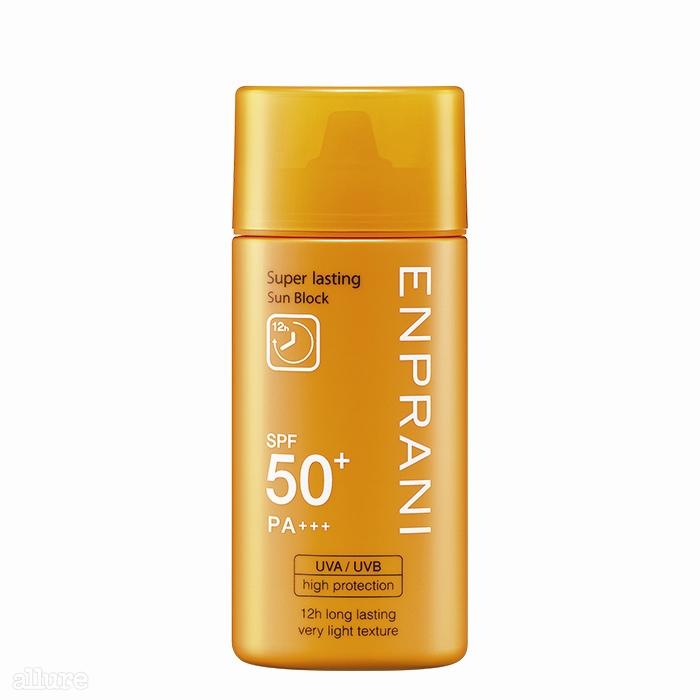 12시간 지속되는 차단 효과로 자외선으로부터 피부를완벽하게 보호하는 엔프라니의 수퍼라스팅 선블록SPF 50+/PA+++. 70ml 2만8천원대.