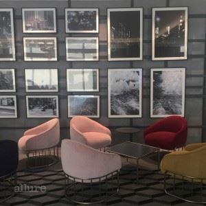 호텔 곳곳에 서울의 역사를 담은 사진이 걸려 있다.