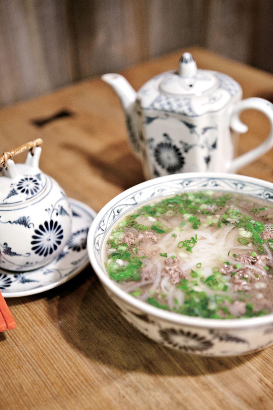 프리미엄 쌀국수. 양념에 볶은 고기가 달콤한 맛을 더한다.