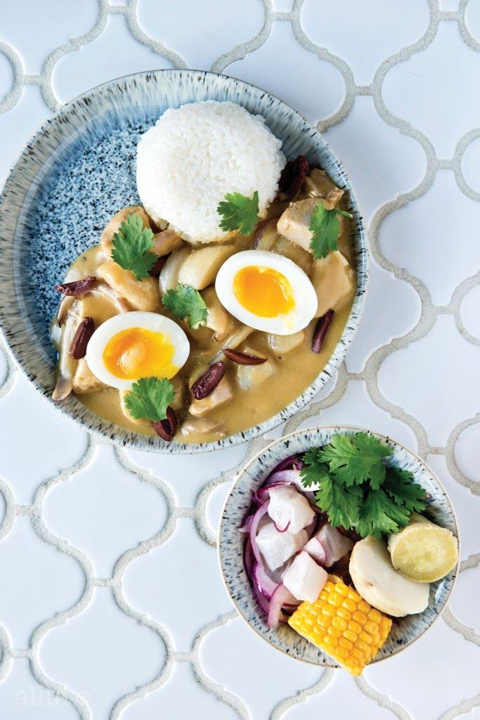 세비체 클라시코와 페루식 닭고기 스튜인 아히 드 갈리나.
