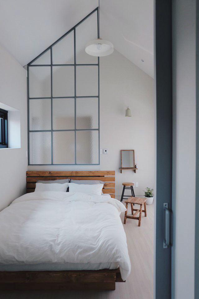 산뜻함이 돋보이는 침실.