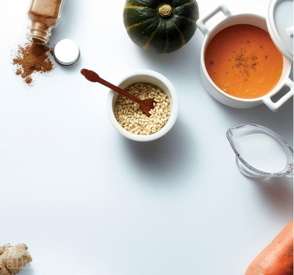 단호박과 계피가 정체된 혈액순환과 대사작용을 원활하게 하고, 당근과 현미가 소화기능과 배변기능의 회복을 돕는 디톡스 수프.
