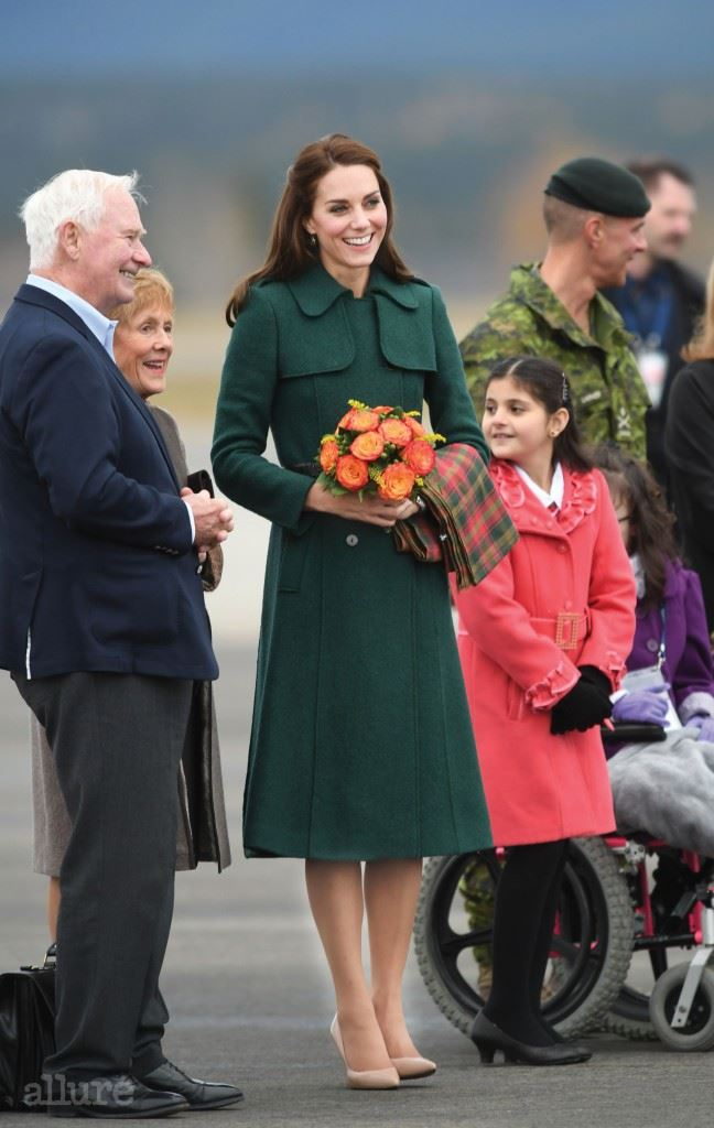 WHITEHORSE, BC - SEPTEMBER 27:  Catherine, Duchess of Cambridge arrives in Whitehorse during the Royal Tour of Canada on September 27, 2016 in Whitehorse, Canada. Prince William, Duke of Cambridge, Catherine, Duchess of Cambridge, Prince George and Princess Charlotte are visiting Canada as part of an eight day visit to the country taking in areas such as Bella Bella, Whitehorse and Kelowna.  (Photo by Mark Large - Pool/Getty Images)