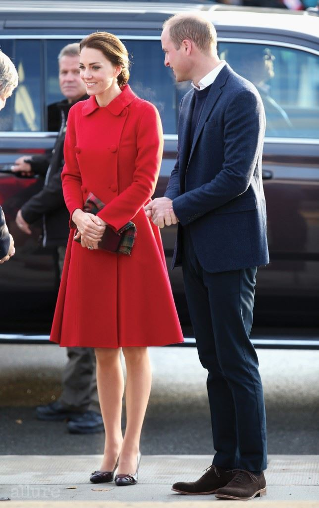 WHITEHORSE, BC - SEPTEMBER 28:  Catherine, Duchess of Cambridge and Prince William, Duke of Cambridge arrive at McBride Museum during the Royal Tour of Canada on September 28, 2016 in Whitehorse, Canada. Prince William, Duke of Cambridge, Catherine, Duchess of Cambridge, Prince George and Princess Charlotte are visiting Canada as part of an eight day visit to the country taking in areas such as Bella Bella, Whitehorse and Kelowna  (Photo by Chris Jackson/Getty Images)