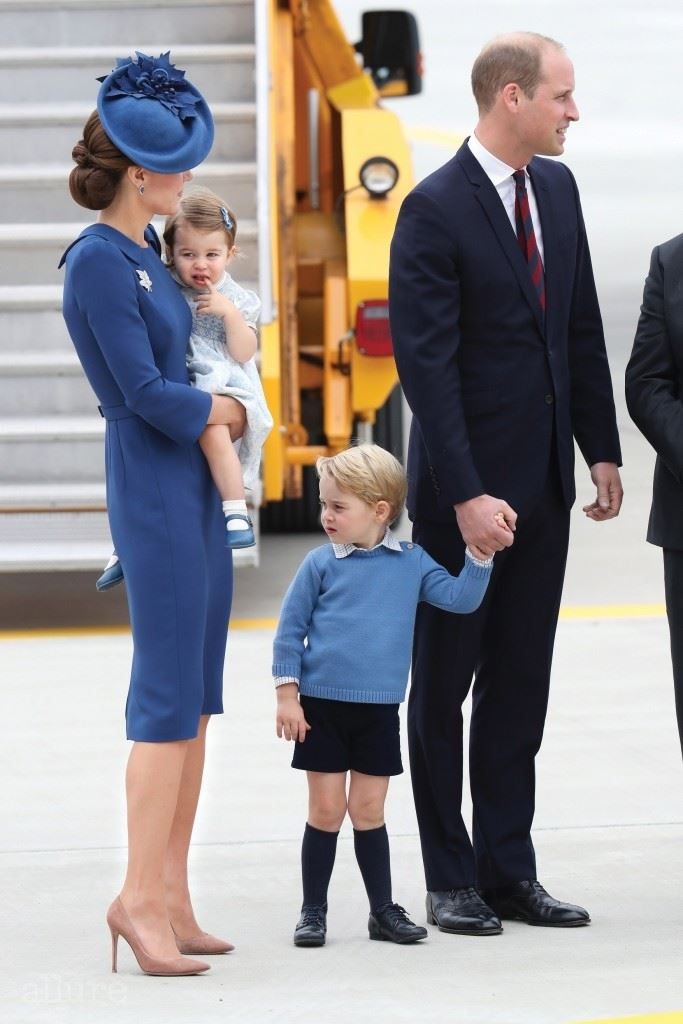 VICTORIA, BC - SEPTEMBER 24:  Prince William, Duke of Cambridge, Catherine, Duchess of Cambridge, Prince George of Cambridge and Princess Charlotte of Cambridge arrive at the Victoria Airport on September 24, 2016 in Victoria, Canada.  Prince William, Duke of Cambridge, Catherine, Duchess of Cambridge, Prince George and Princess Charlotte are visiting Canada as part of an eight day visit to the country taking in areas such as Bella Bella, Whitehorse and Kelowna.  (Photo by Chris Jackson/Getty Images)