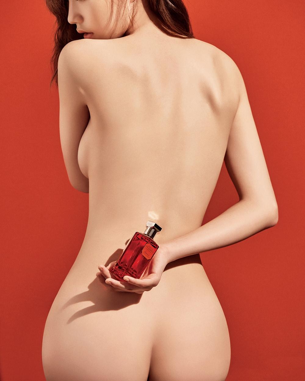 오스만투스와 장미, 재스민의 풍부한 꽃향에 앰버와 머스크, 샌들우드의 향이 덧입혀져 부드럽고 관능적인 향이 피부를 감싸는 로렌조 빌로레시의 알라무트 오드뚜왈렛.