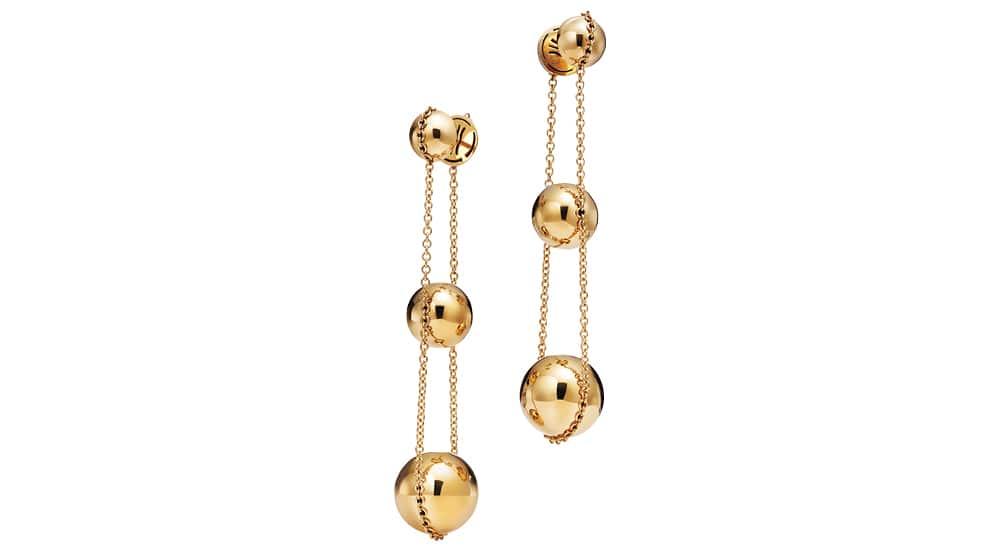 18K 옐로 골드 소재 귀고리는 3백만원대, 티파니앤코(Tiffany & Co).