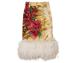타조털 장식의 실크 혼방 소재 스커트는 가격미정, 프라다(Prada).