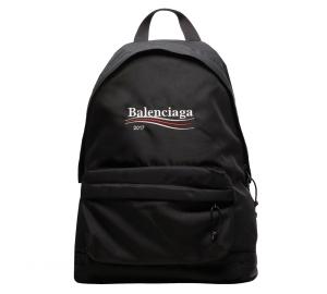 나일론 소재 백팩은 1백23만원, 발렌시아가 (Balenciaga).