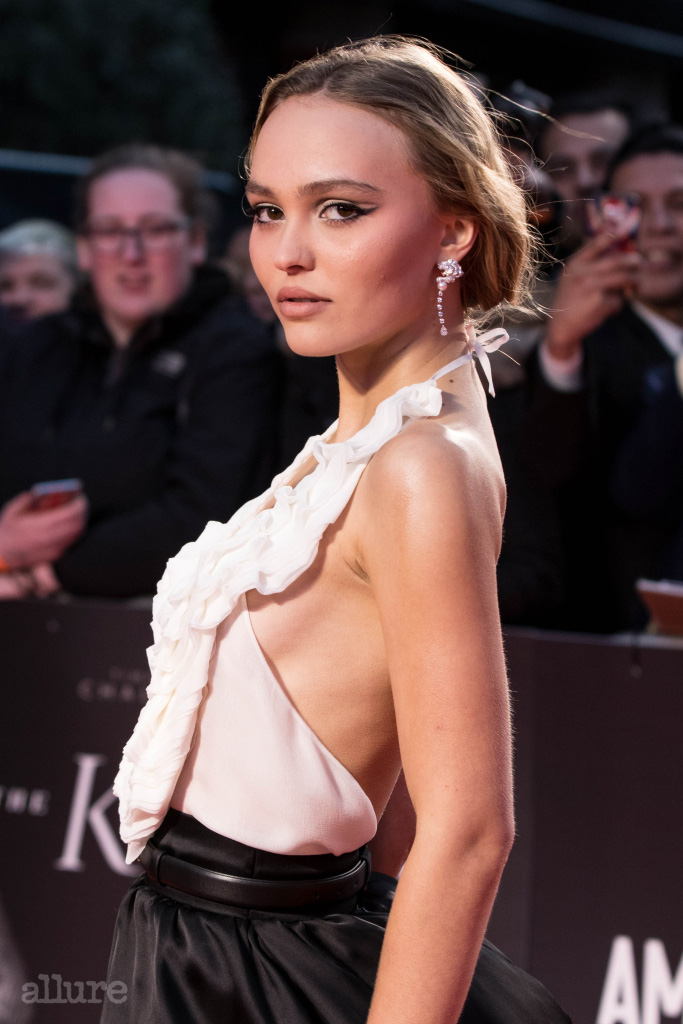 """Lily-Rose Depp arriving at the premiere of """"The King"""" during the 63rd BFI London Film Festival at the Odeon Luxe Leicester Square on October 03, 2019 in London, England. Pictured: Lily Rose Depp,Lily-Rose Depp Ref: SPL5120324 031019 NON-EXCLUSIVE Picture by: SplashNews.com Splash News and Pictures Los Angeles: 310-821-2666 New York: 212-619-2666 London: +44 (0)20 7644 7656 Berlin: +49 175 3764 166 photodesk@splashnews.com World Rights, No France Rights, No United Kingdom Rights"""